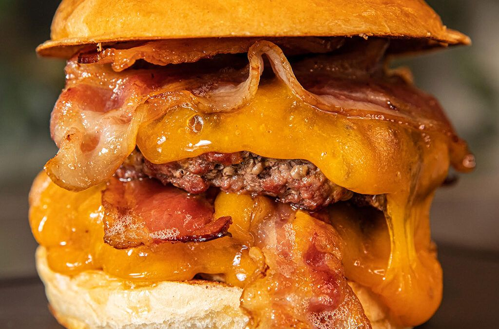 ¿Cuándo surgió la primera hamburguesa?